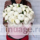 white-peonies-in-a-hatbox